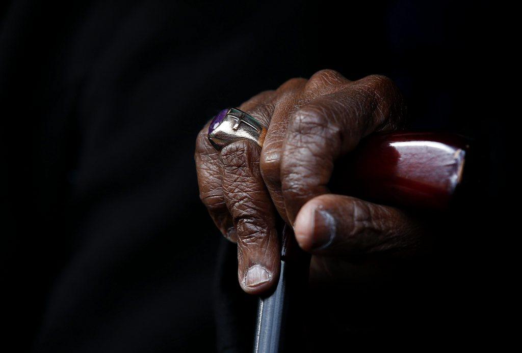 Die Hand des emeritierten Erzbischofs Desmond in Cape Town, Südafrika (Keystone/EPA/Nic Bothma)