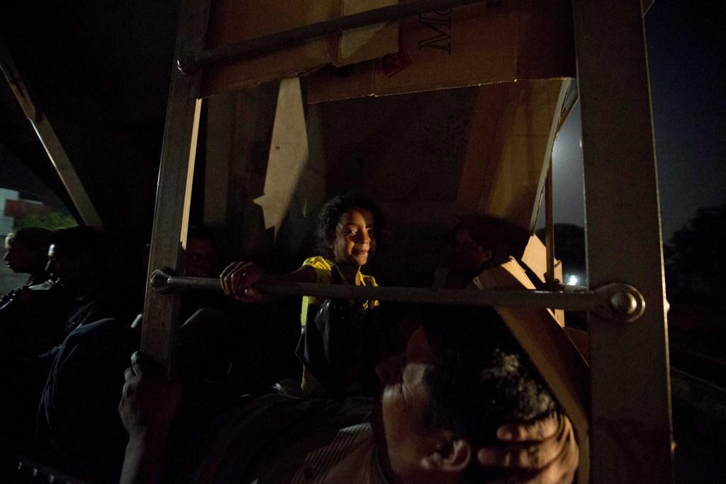 Migranten auf einem Güterzug Richtung Grenze Mexiko-USA (AP Photo/Eduardo Verdugo)