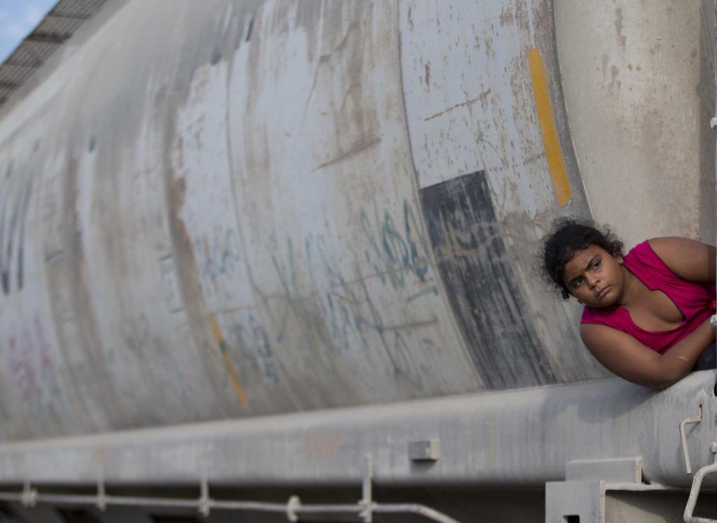 Mädchen auf einem Güterzug in Richtung der US-Grenze, Ixtepec, Mexiko  (AP Photo/Eduardo Verdugo)
