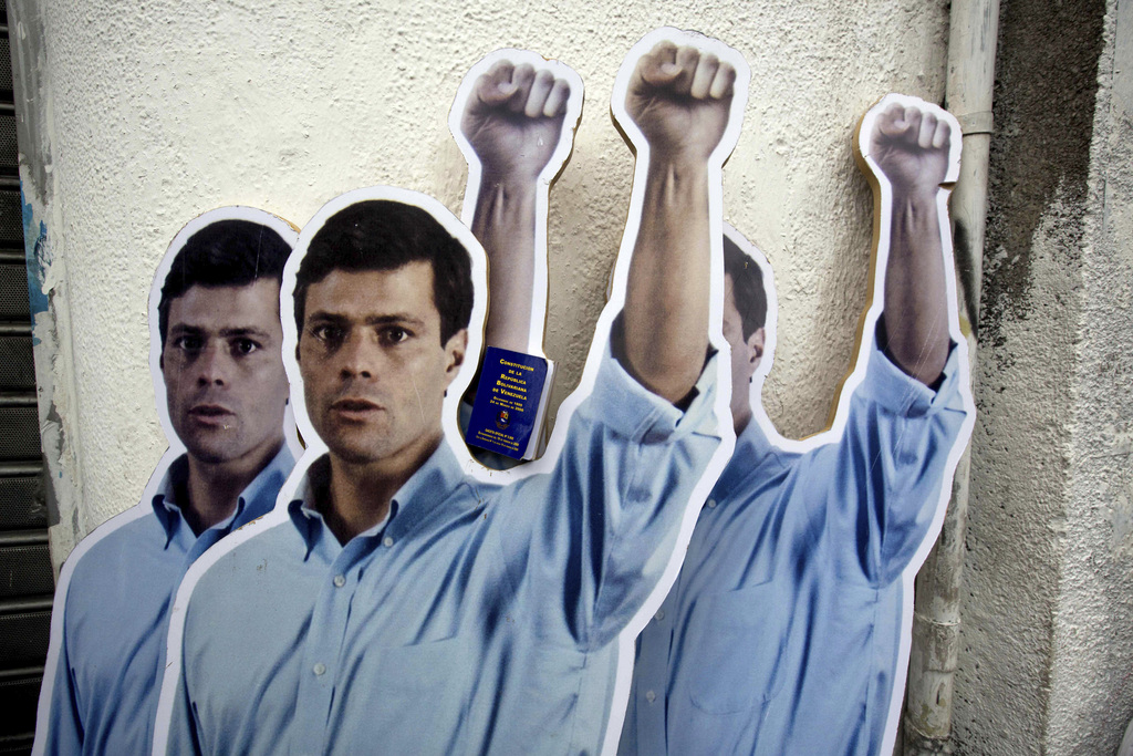Pappkameraden eines Oppositionspolitikers in Caracas, Venezuela  (AP Photo/Fernando Llano)