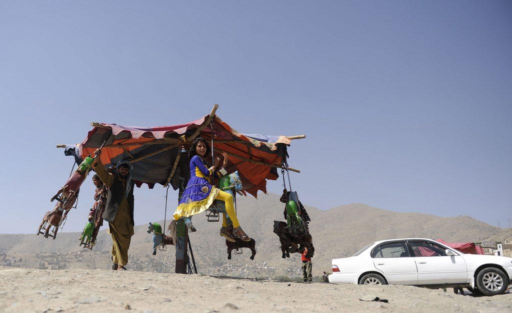 Kinderkarussel zum Fest am Ende des islamischen Fastenmonats Ramadan, Kabul, Afghanistan, EPA/JAWAD JALALI