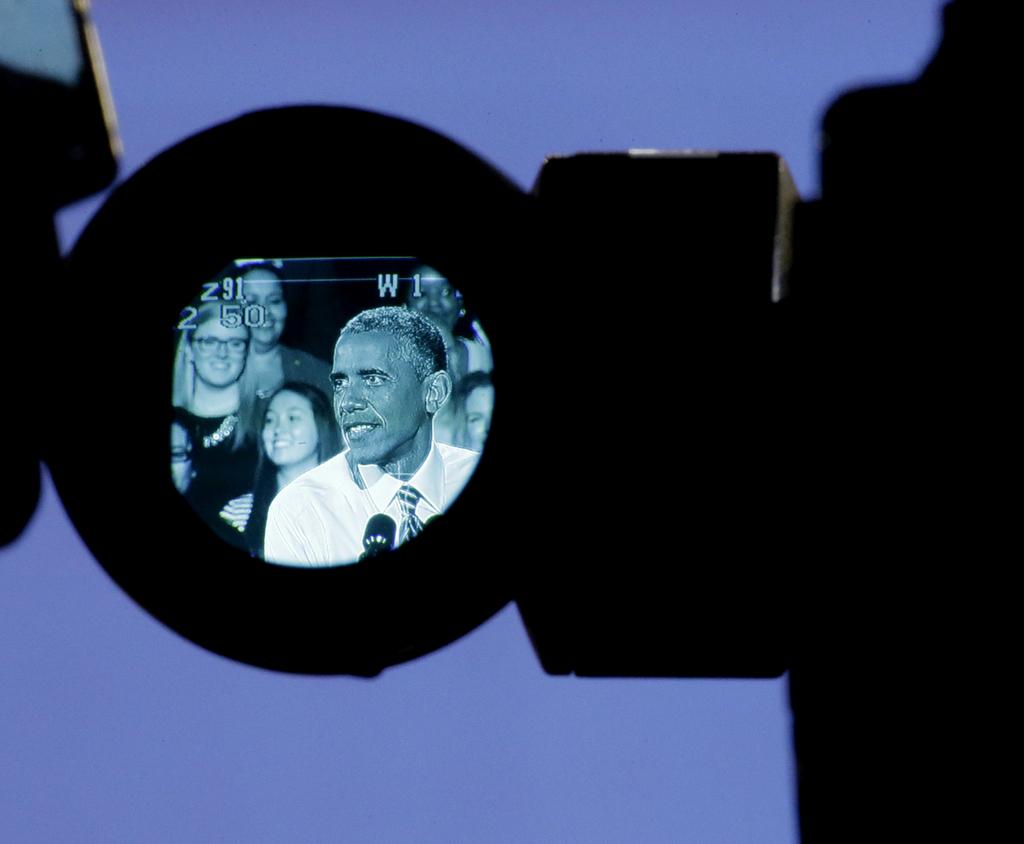 Barack Obama in einem Sucher einer Videokamera (Keystone/AP Photo/Charlie Riedel)