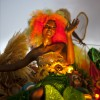 Teilnehmerin am Blumen-Karneval in Port-au-Prince, Haiti . (AP Photo/Dieu Nalio Chery)