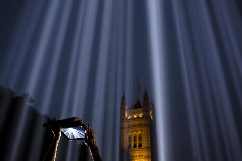 Lichtinstallation in London, Großbritannien (Keystone/AP Photo/David Azia)