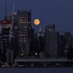 Der Supermond über New York City, USA, EPA/PETER FOLEY
