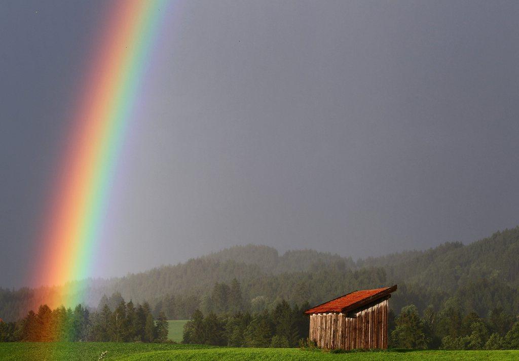 Regenbogen über Hopferau, Deutschland (Keystone/EPA/Karl-Josef Hildenbrand)