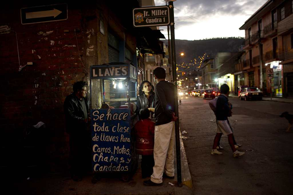 Abendliche Straßenszene in Ayacucho, Peru  (AP Photo/Rodrigo Abd)