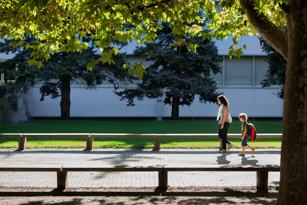 Erster Schulweg in Chiasso, CH (KEYSTONE/Ti-Press/Pablo Gianinazzi)