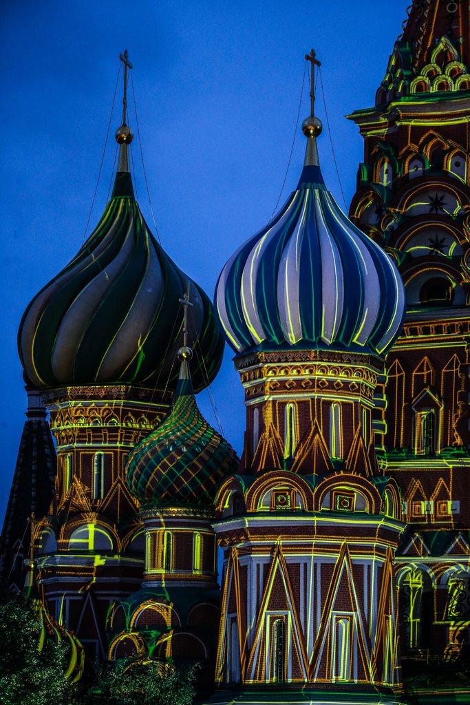 Beleuchtete Kathedrale auf dem Roten Platz in Moskau, Russland, EPA/SERGEI ILNITSKY