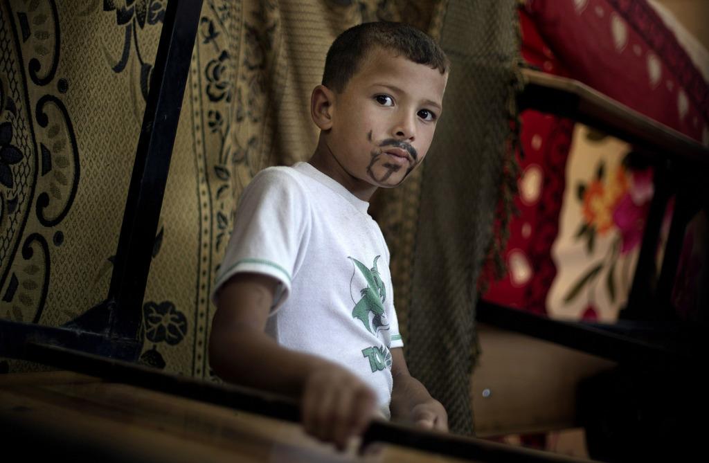 Junge in einer UN-Schule in Gaza-Stadt, Palästina  (AP Photo/Khalil Hamra)