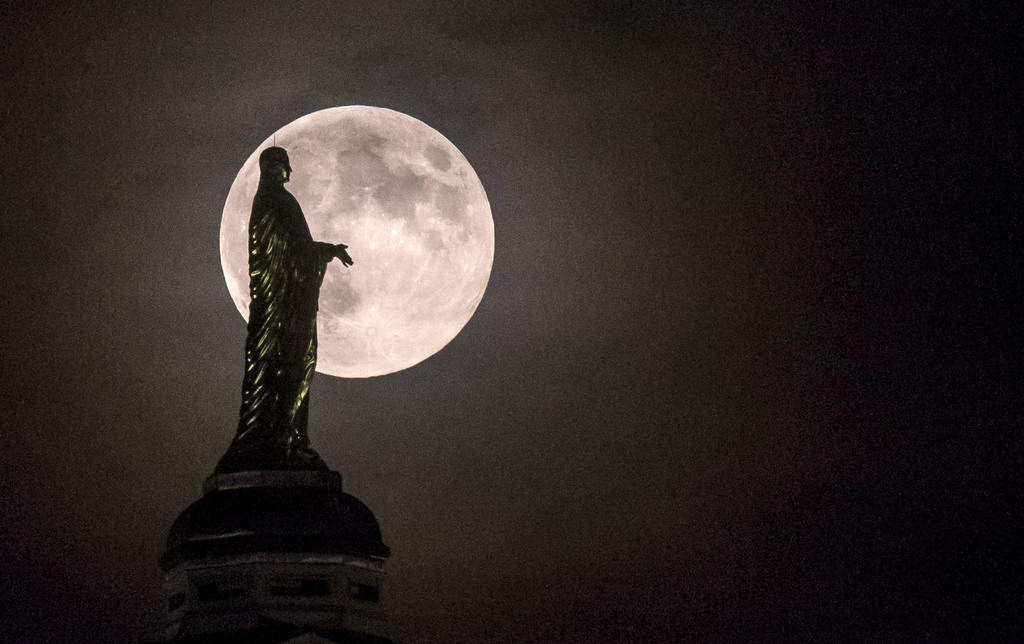 Mutter-Gottes-Statue auf der Universität von South Bend, Ind., USA (AP Photo/South Bend Tribune, Robert Franklin)