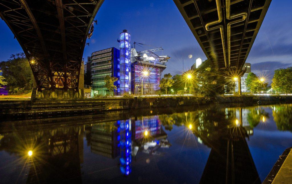 Nachtaufnahme des Technikmuseums in Berlin, D, EPA/PAUL ZINKEN