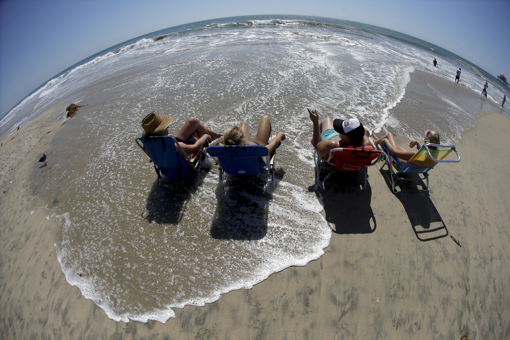 Fisheye: Am Strand von Huntington Beach, Südkalifornien, USA  (AP Photo/Chris Carlson)