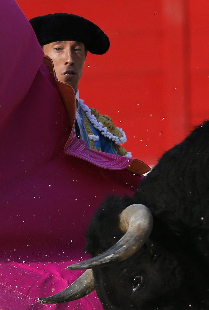 Stierkämpfer in Manuel Escribano in Nimes, Frankreich (Keystone/EPA/Guillaume Horcajuelo)