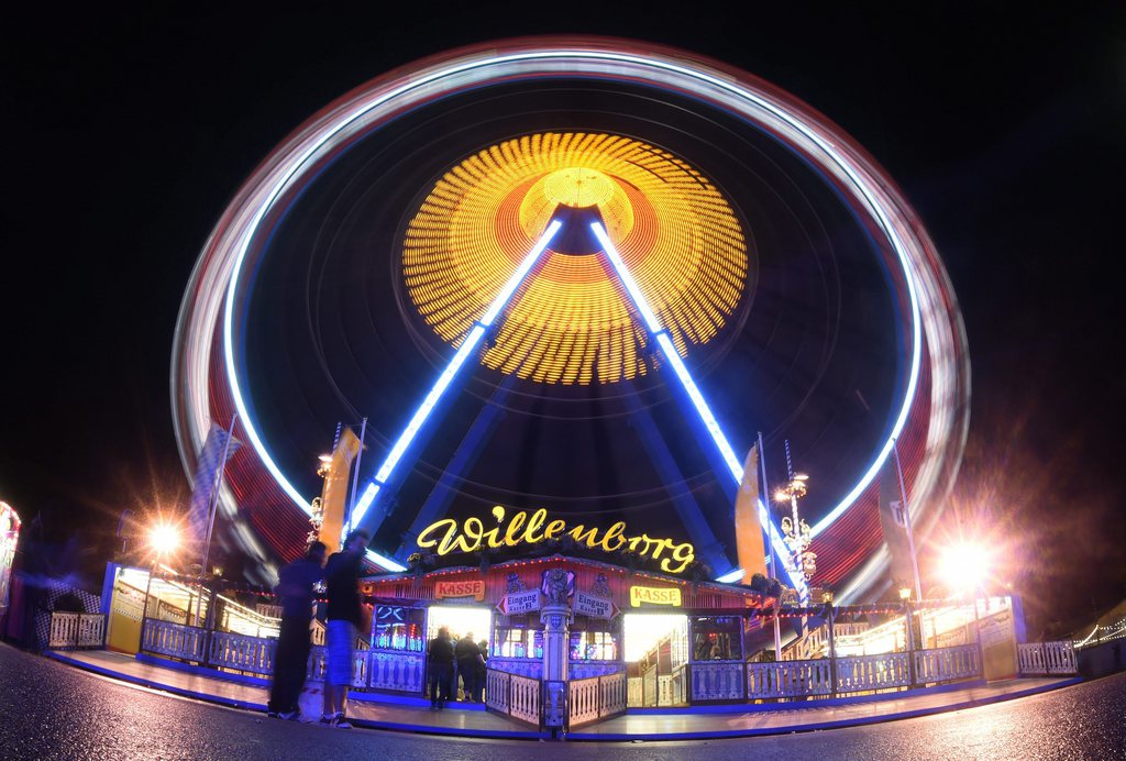 Riesenrad auf dem Münchner Oktoberfest mit langer Belichtungszeit, EPA/FELIX HOERHAGER