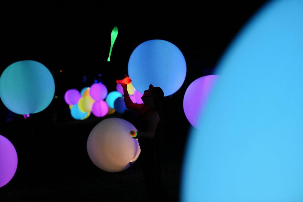 Lichtshow zum Frühlingsanfang in Canberra, Australien, EPA/LUKAS COCH