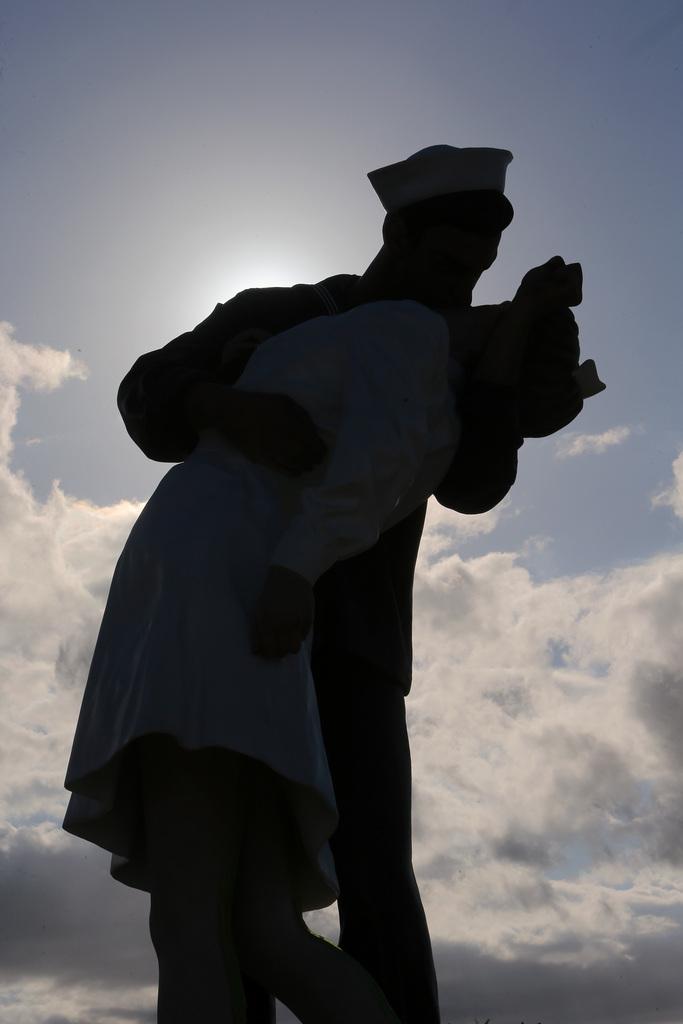 Skulptur zum Gendenken an das Ende der Zweiten Weltkriegs in Caen, Frankreich (Keystone/AP Photo/David Vincent)