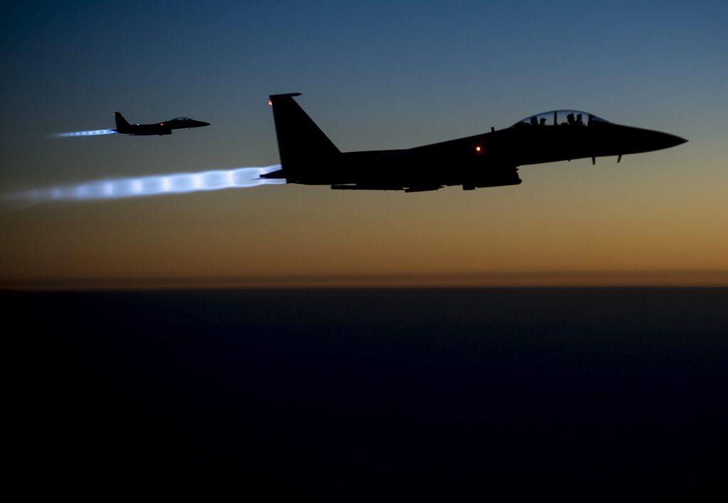 Amerikanische Jagdflugzeuge frühmorgens über dem Nordirak, Fotografie der US-Armee, EPA/US AIR FORCE/MATTHEW BRUCH