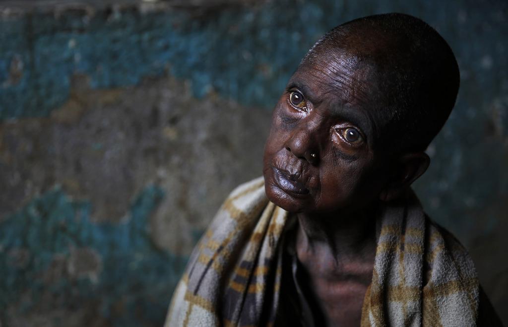 Arbeitslose, Armut und dem Hunger überlassene Teepflückerin in Nordwestindien (AP Photo /Manish Swarup, File)