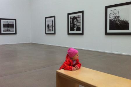 Kleinkind in Ausstellung:Vergleichsfoto beschnitten