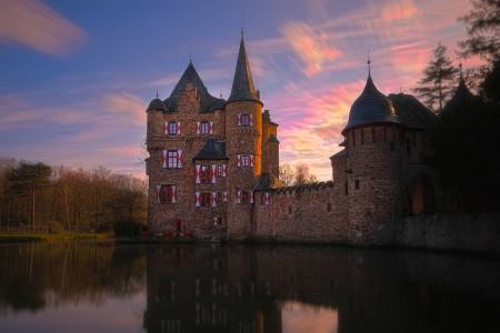 Burg Graben Trophäenbild