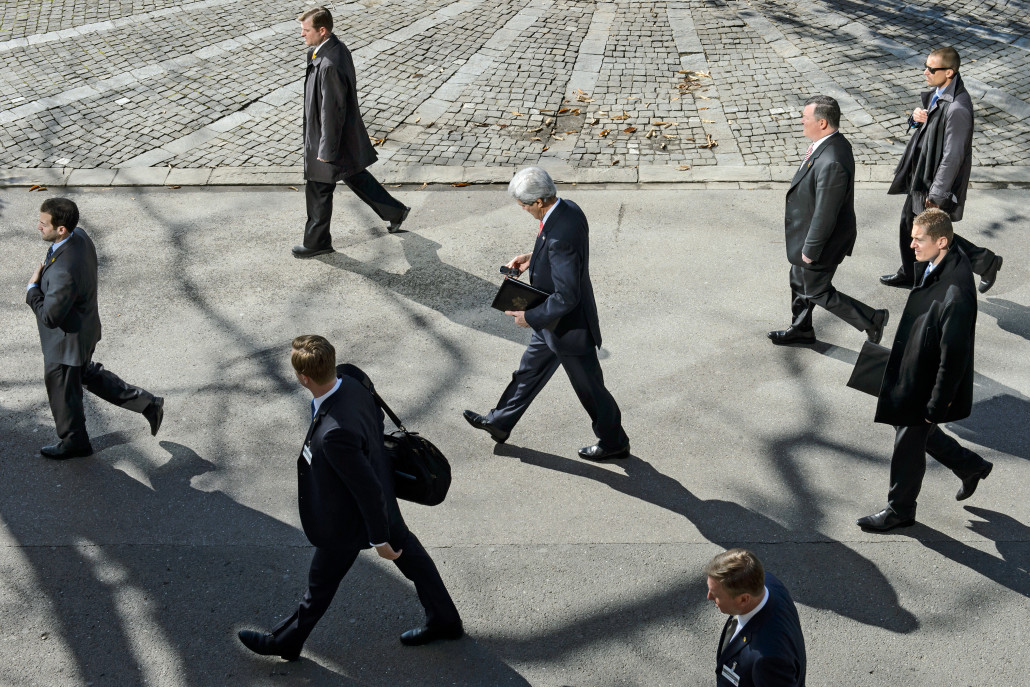 U.S. Secretary of State John Kerry, center, walks as he takes a break for the lunch time after a bilateral meeting with Iranian Foreign Minister Mohammad Javad Zarif (not pictured) for a new round of Nuclear Iran Talks, in Montreux, Switzerland, Tuesday, March 3, 2015. (KEYSTONE/Jean-Christophe Bott)