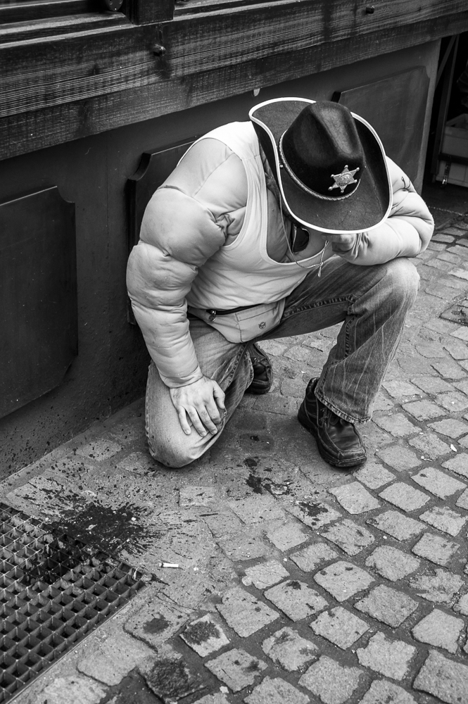 """""""Down and out/Karneval, die Fünfte Jahreszeit"""", 2012 - (c) Marcus Leusch"""