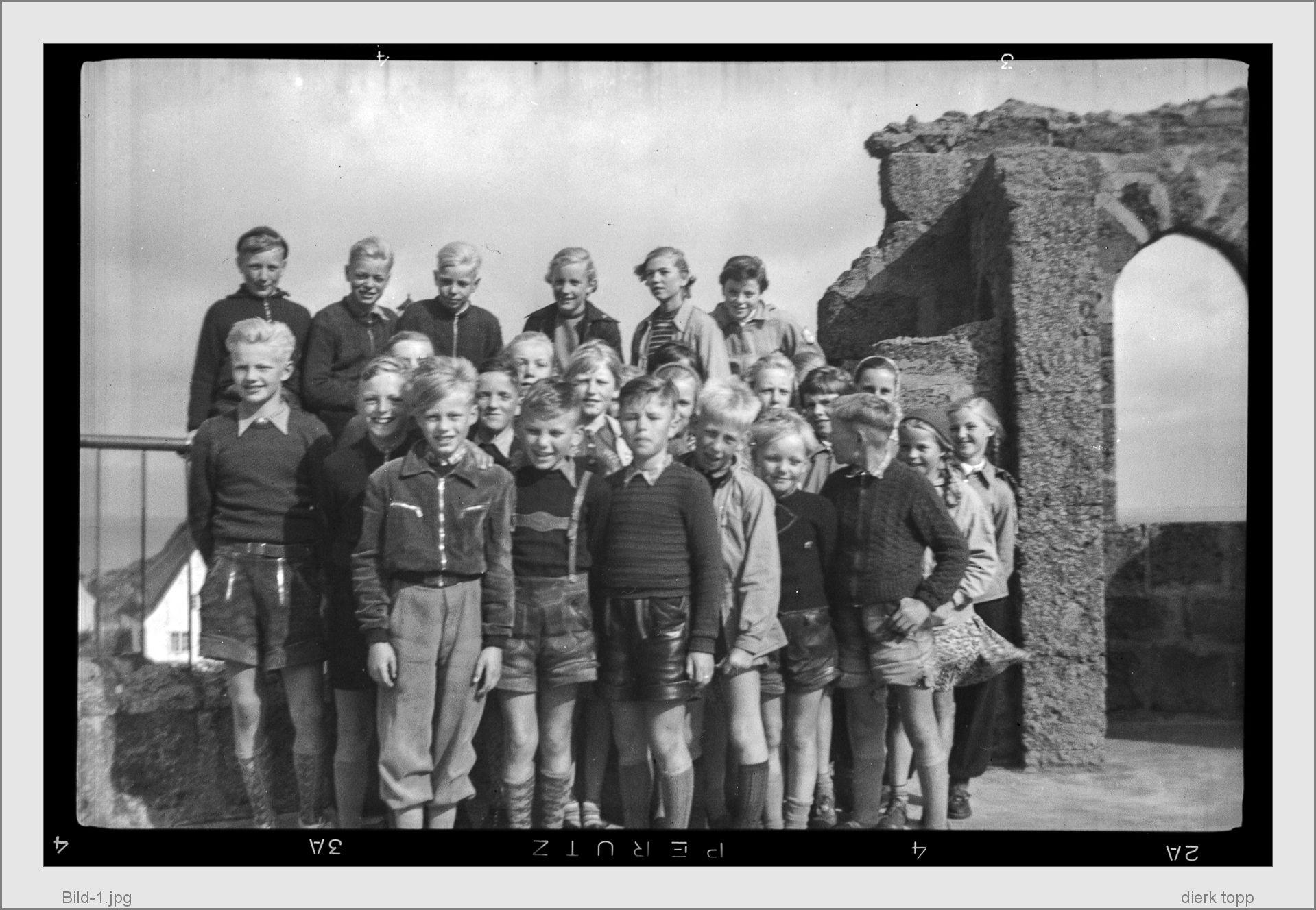 Hörnum 1955. mein erstes Bild, gemacht 1955 mit der Agfa Box meiner Mutter, von meinen Klassenkameraden auf Sylt - (c) Dierk Topp