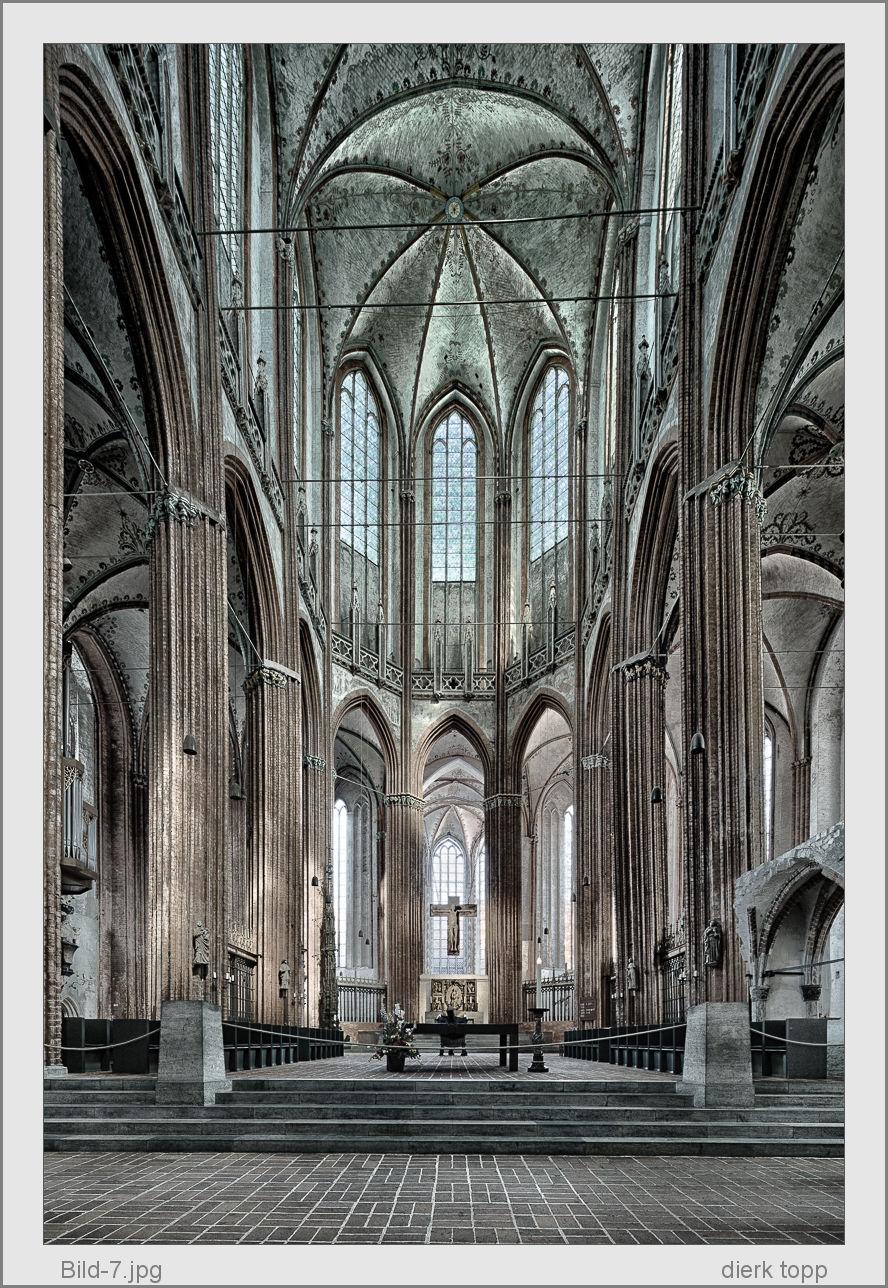 Marienkirche Lübeck, 2013, Leica M9 mit Canon 4/17mm TS-E, gestitcht aus 2 shift Bildern, mit einer Sucherkamera! - (c) Dierk Topp