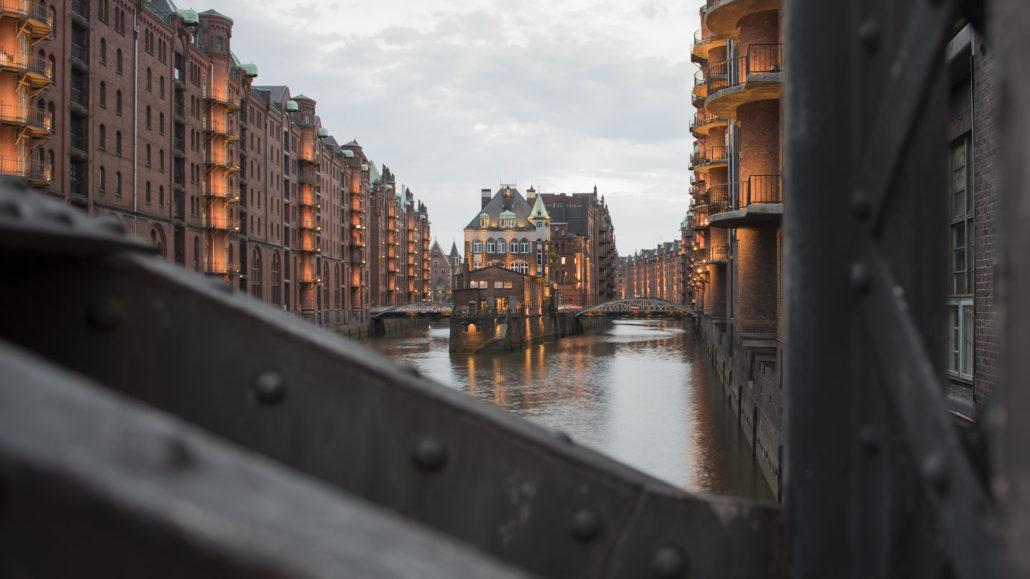 Hamburg Speicherstadt von der Poggenmühlenbrücke aus © PS