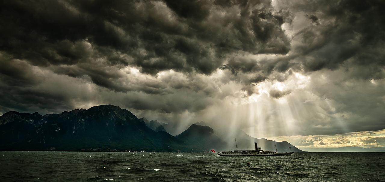 Übertrieben dramatisierte Wolken