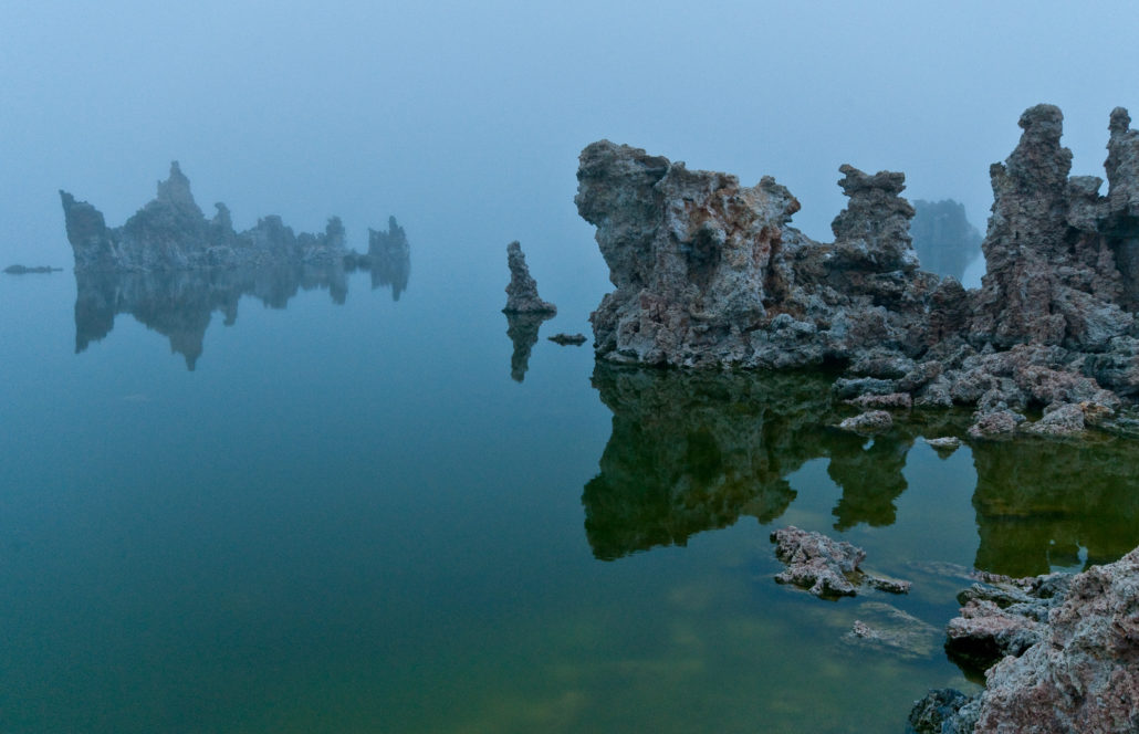 Mono Lake, Kalifornien, Tuffa-Formationen im Morgennebel, © PS 2010