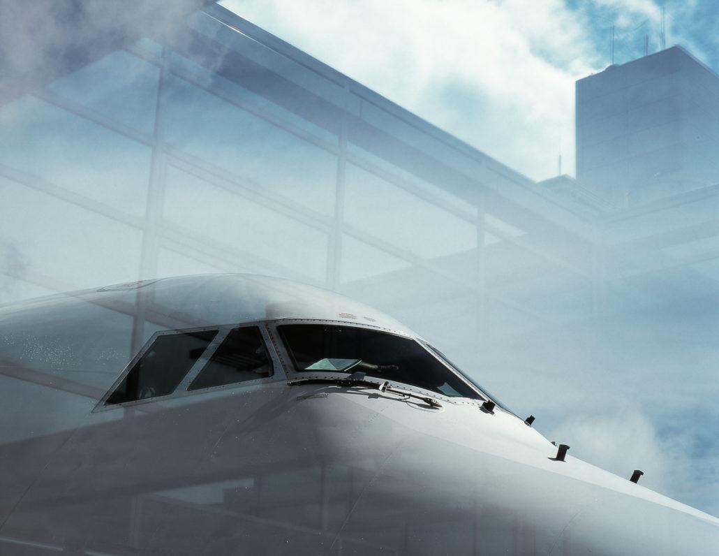 Spiegelung eines Flugzeuges in der Fotografie