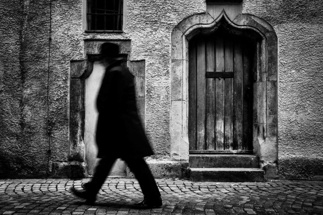 Schwarzer Mann in Streetfotografie