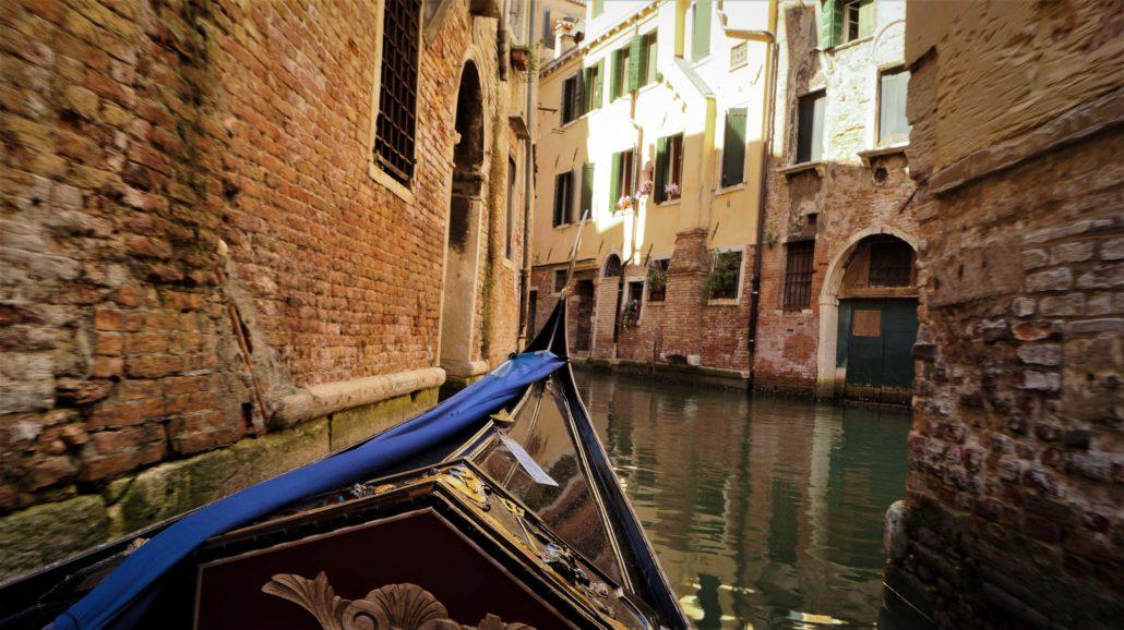 Foto aus der Gondel in Venedig