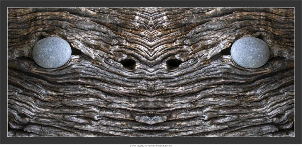 Kunstobjekt, Stein in Holz eingesetzt © Dierk Topp
