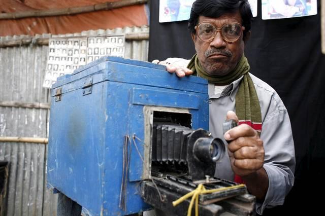Ausgelöst wird die Kamera, indem Safder den Deckel vom Objektiv nimmt. (Keystone / EPA / Abir Abdullah)