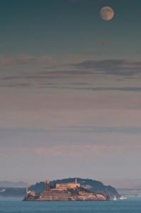 Ein bisschen hoch steht er, der Trabant. © Peter Sennhauser