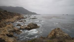 Zweimal das gleiche Bild von der Kalifornischen Küste am Highway 1- hier so, wie es aus der Kamera kam... (Klick aufs Bild für volle Grösse mit Legenden)