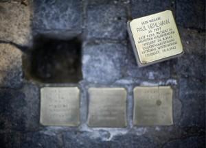«Stolperstein» zum Gedenken an Nazi-Opfer in Berlin, Deutschland (Keystone/EPA/Jan-Philipp Strobel)