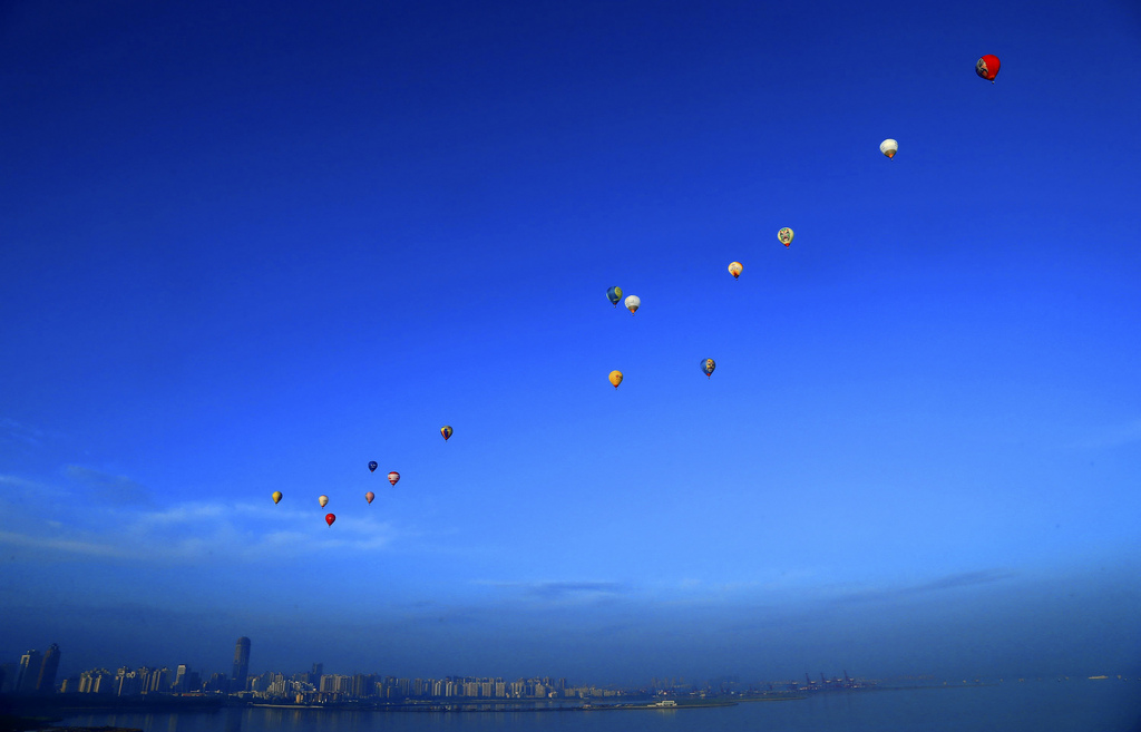 Heißluftballone über Haikou, Provin Hainan China (AP Photo)