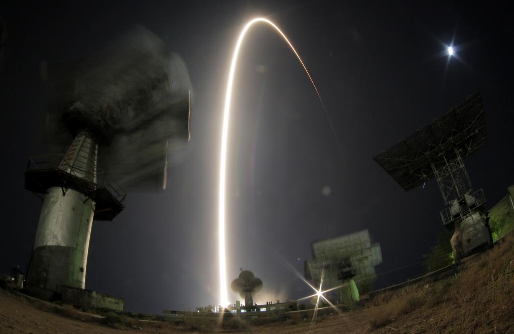 MIt Fisheye und Langzeitbelichtung: Raketenstart in Baikonur, Kasachstan  (AP Photo/Dmitry Lovetsky)