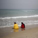 Zwei Frauen am Strand von Tel Aviv, Israel (Keystone/AP Photo/Ariel Schalit)