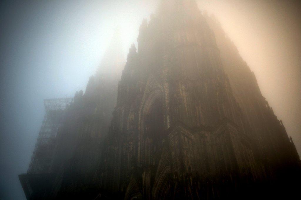 Kölner Dom in Nebel EPA/OLIVER BERG