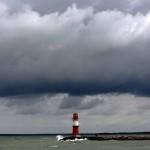 Gewitter über Rostock-Warnemünde, Deutschland (Keystone/EPA/Bernd Wüstneck)