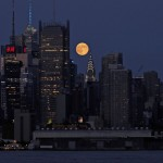Der Supermond über New York City, USA, EPA/PETER FOLEY