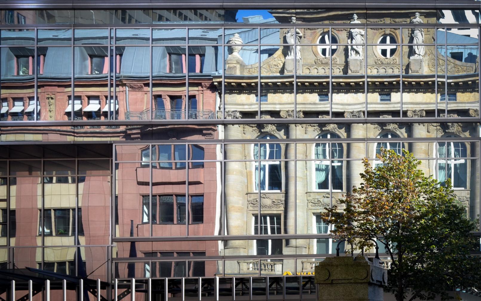 Fassade frontal  fokussiert.com | Fassadenspiegel: Mehr offen lassen