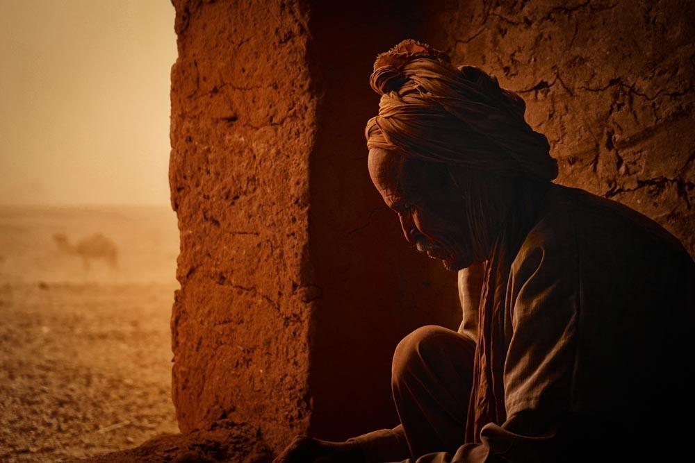 Der Sandsturm in marokko: Bild leicht gerade gerückt, mit einer leichten Vignette angereichert.